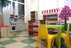 Детская игровая комната «Весёлая полянка» – это приволье для игр на площадке в 100 квадратных метров!     Признаемся, наша искренняя цель — стать любимым местом для родителей с детьми!     Мы вместе с вами хотим, чтобы дети были чем-то интересным заняты, а их родители в это время тоже отдыхали.
