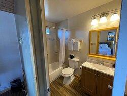 Standard 2 Queen - Bathroom