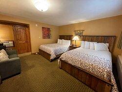2 Queen Bed not Riverside - Pet Friendly