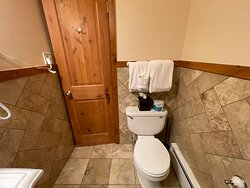 2 Queen Bed not Riverside - Pet Friendly - Bathroom