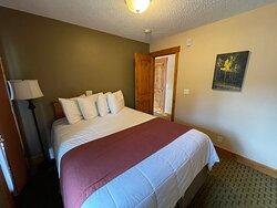 3 Bedroom Suite - Bedroom 1 - Queen Bed