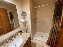 3 Bedroom Suite - King Bedroom - Bathroom