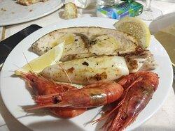 Grigliata mista di pesce, e busiate con mascarpone speck e granella di pistacchio