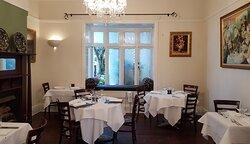 Saveur Indoor Dining