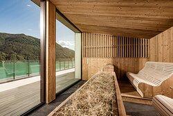 Bio hay sauna with panoramic views of Lake Lugano and the Alps directly from the sauna cabin