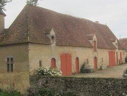 Château du Breuil Yvain. Vue 73. La Grande Annexe, à Gauche. 18 Septembre 2021. Orsennes.