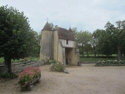 Château du Breuil Yvain. Vue 15. Le Châtelet construit en 1450. 18 Septembre 2021. Orsennes.