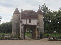 Château du Breuil Yvain. Vue 14. Le Châtelet construit en 1450. 18 Septembre. 2021. Orsennes.
