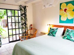 Signature studio with Garden view and kitchen. Fully air-conditioned with wifi and smart TV