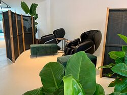 20 min 3D massage experience in a super deluxe massage chair
