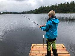 I sjön finns abborre och gädda. Rekordet på abborre är just nu 1,8 kg!