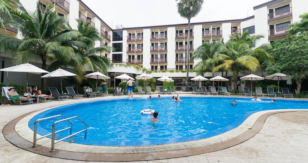芭東宜必思酒店