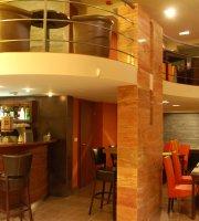 Leguan Cafe + Bar