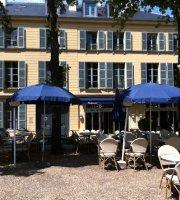 Le Cafe Bleu Roi