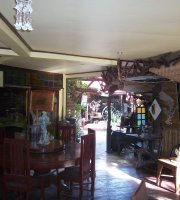 De Loro Inn & Restaurant
