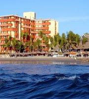 Luna Palace Hotel / Suites