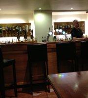 Ben Macduis Inn