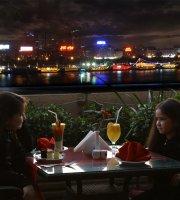 Apple Cafe & Restaurant