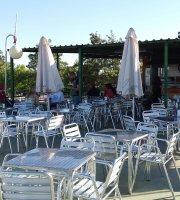 Bar terraza la piscina