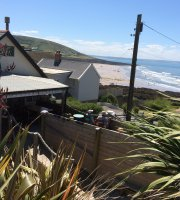 Baggy Surf Lodge &Cafe