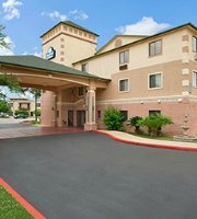 Days Inn Suites San Antonio North/Stone Oak