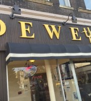 Dewey's Restaurant & Sports Bar
