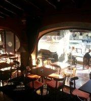 Freda's bar