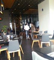 Differente Cafe Restaurant