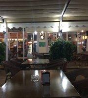 La Perla Bar Restaurant