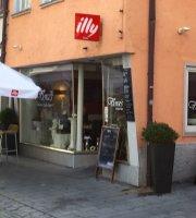Flora's Bistro Cafe Bar