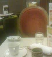 Kissashitsu Renoir, Akihabara