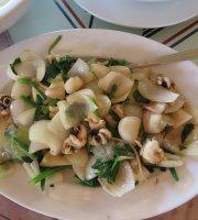 Huong Dua Seafood Restaurant