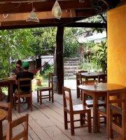 Carla's Garden Pub & Restaurant