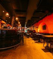 Le Demi-Lune Cafe & La Salle a Manger