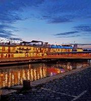 Fortuna Boat Hotel & Restaurant