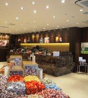 Lindt Chocolat Cafe Rinku Premium Outlet