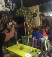 La Mama cafe culturel restaurant live Music