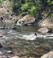 Rafting y nado con salvavidas en el río