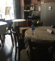 Giraffe Cafe کافه زرافه