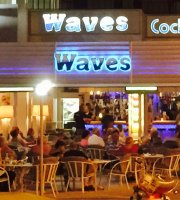 ‪Waves Cocktail Bar‬