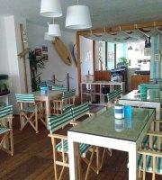 Quebra Onda Surf Cafe
