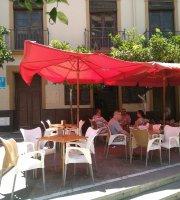 Cafe Bar El Jardin De Los Monos
