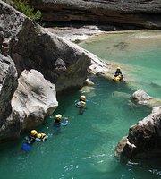 溪降和繩索垂降遊覽