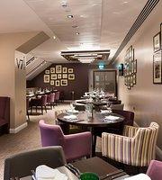 V7 Restaurant & Bar