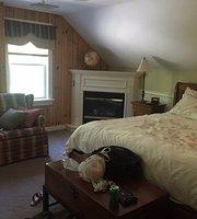 Mountaintop Lodge at Lake Naomi