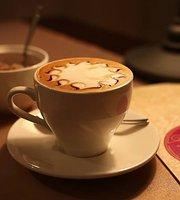Moya Kuzina Cafe