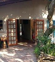 Ngunis Restaurant & Pub