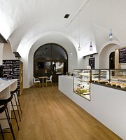 Coffee Library Zbrojnice Bistro