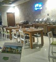 COMOZA Resto & Lounge