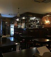 Almo's Pub